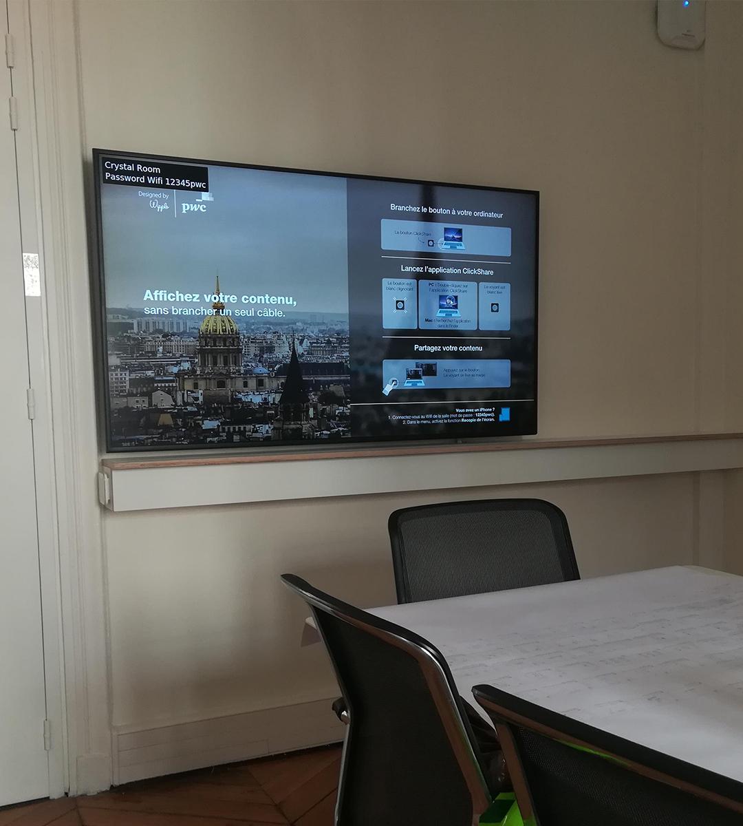 Intégration audiovisuelle salle de réunion pwc experience center par wipple : salle clickshare