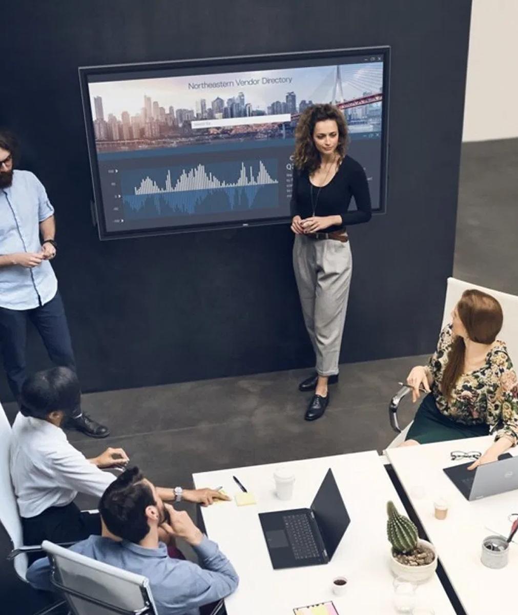 Salle de réunion avec grand écran tactile dell gamme QT
